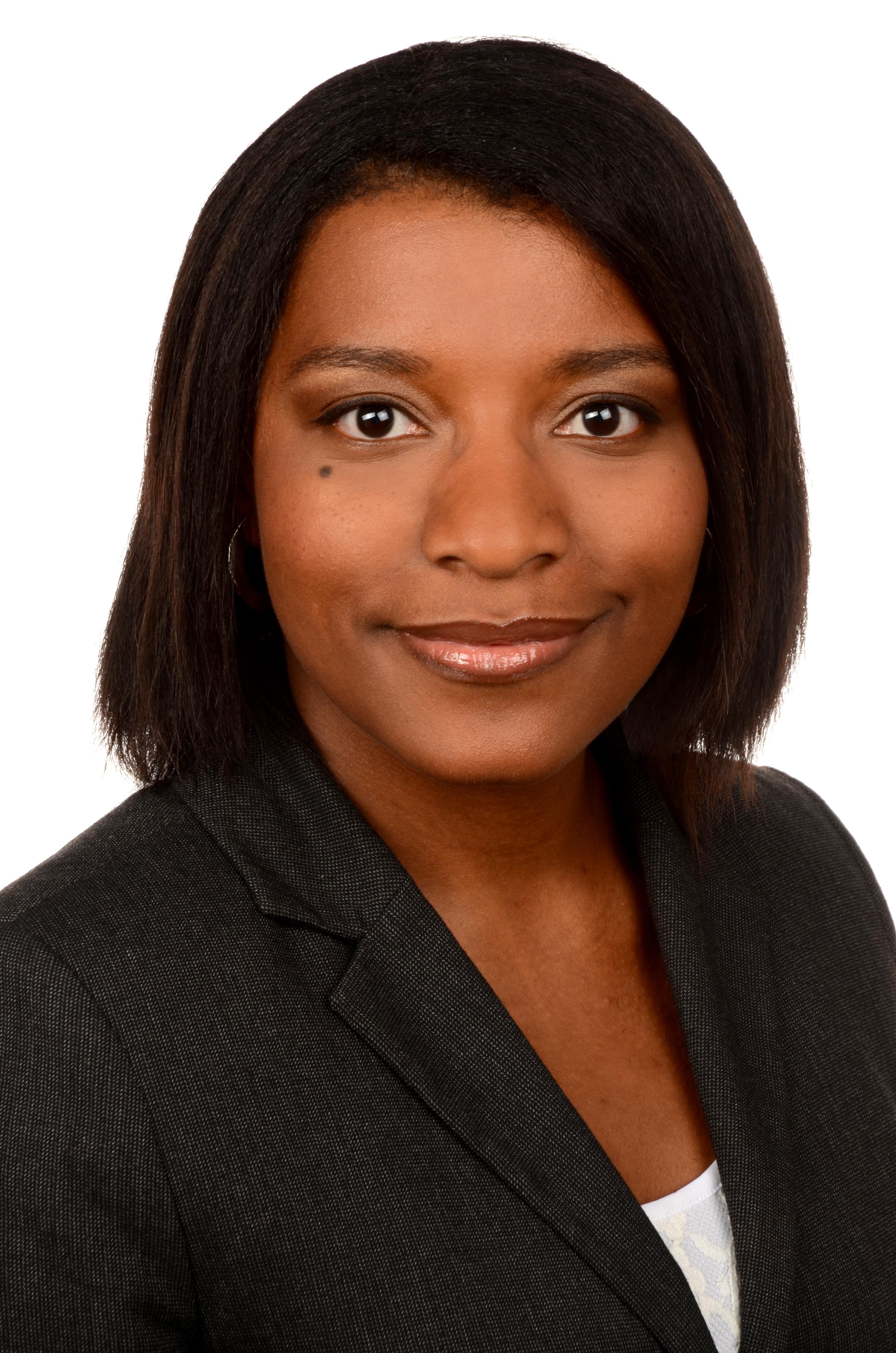 Glynnis-Makoundou-experte-juridique-e-commerce
